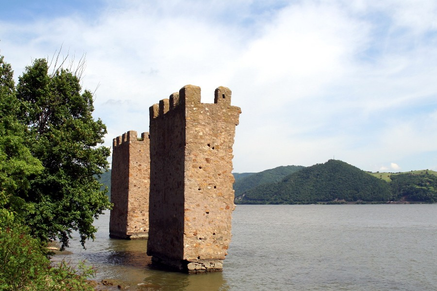 Cetatea TriKule - Pensiunea MaiDanube.ro